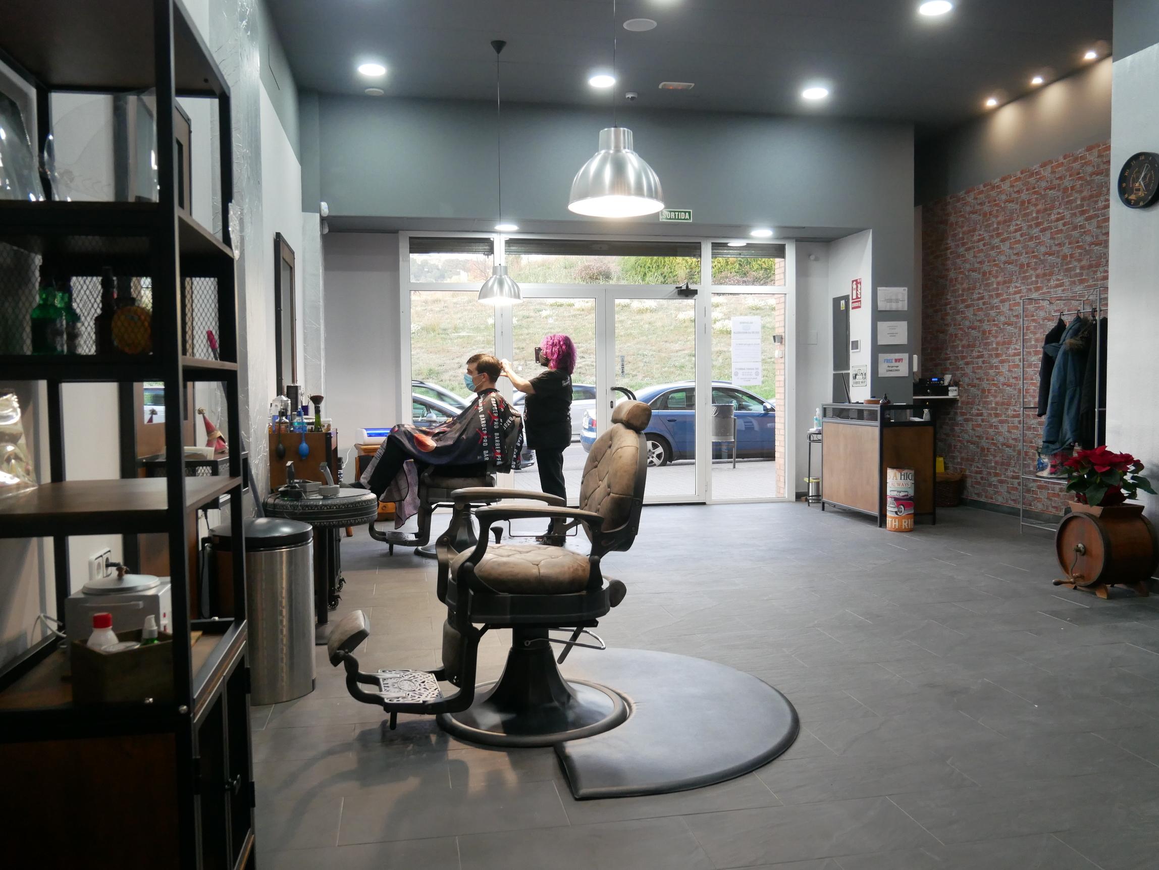 the-garage-barber-peluqueria-barberia-mataro (32)