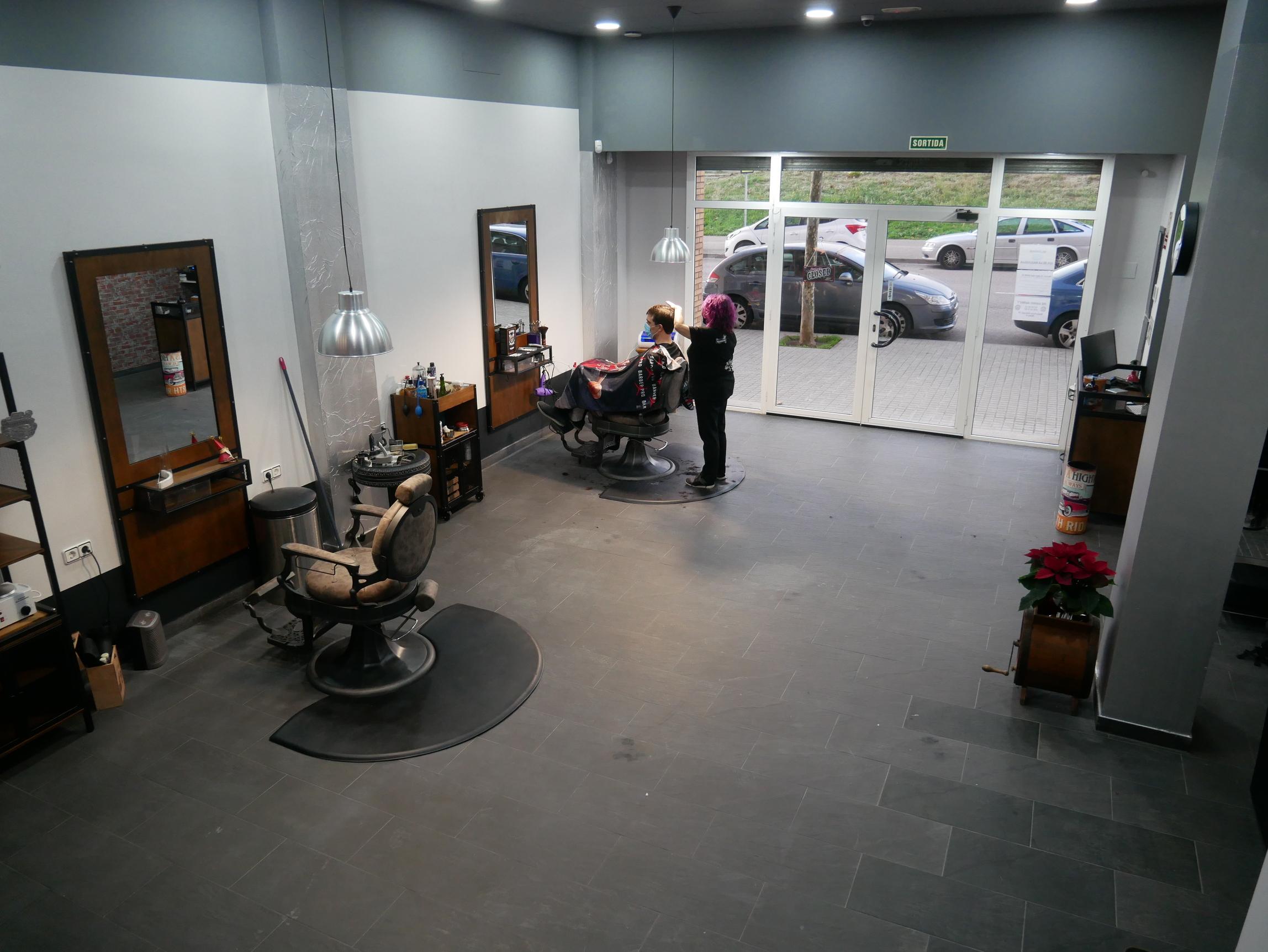 the-garage-barber-peluqueria-barberia-mataro (57)